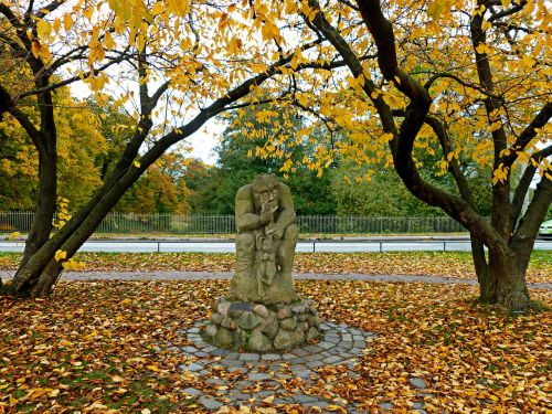 the devil's bridge statue stone figure