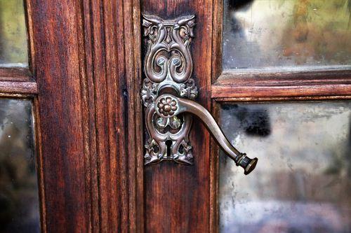 the door door handle rustic