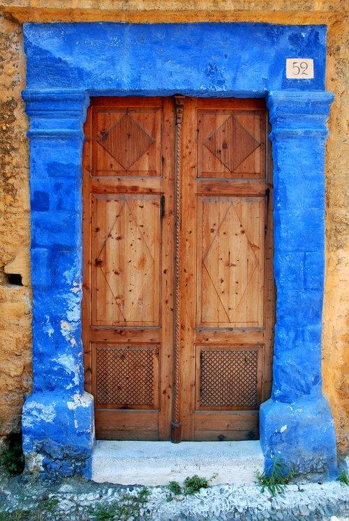the door  door  entrance