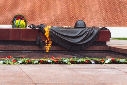 the eternal flame  moscow  kremlin