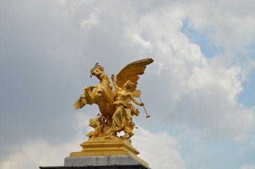 the fame of the arts statues alexandre iii bridge