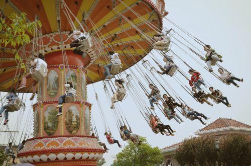 the ferris wheel amusement park rotate