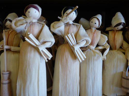 the figurine handicraft straw