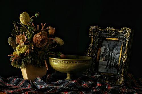 the framework vase flowers