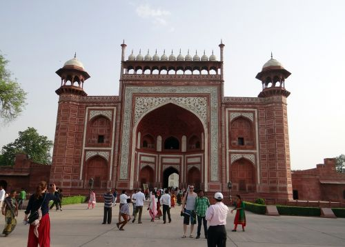 the great gate darwaza-i-rauza taj mahal