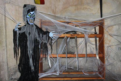 the grim reaper spook skeleton