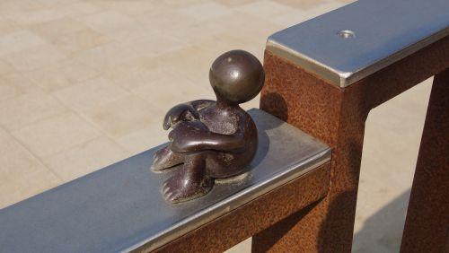 the hague sculpture railing
