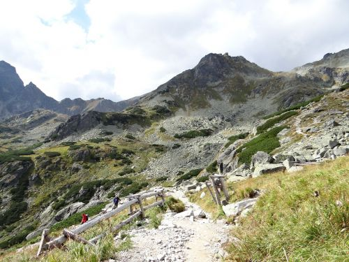 the high tatras road to scratch hiking trail