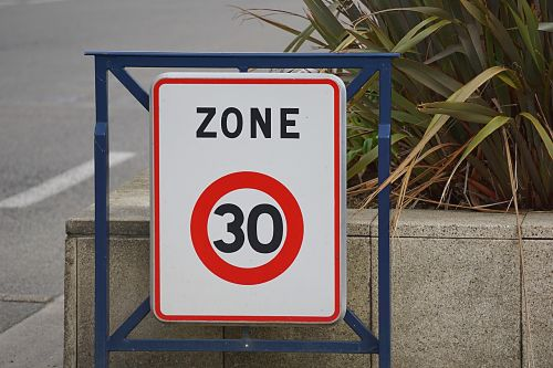 the highway code city speed limit
