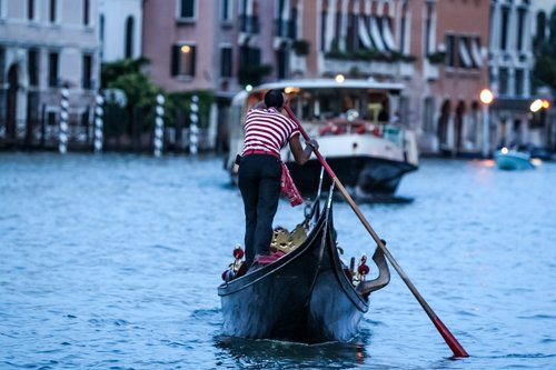 the last man standing  the gondolier  italy
