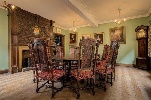 the merchant adventurers hall  parlour room  parlour