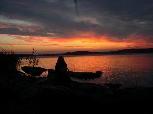 the midnight sun midsummer silhouette