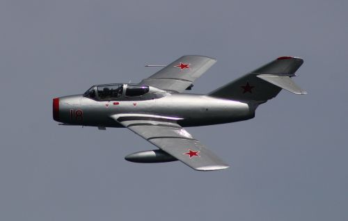 the mig-15 russian fighter soviet fighters