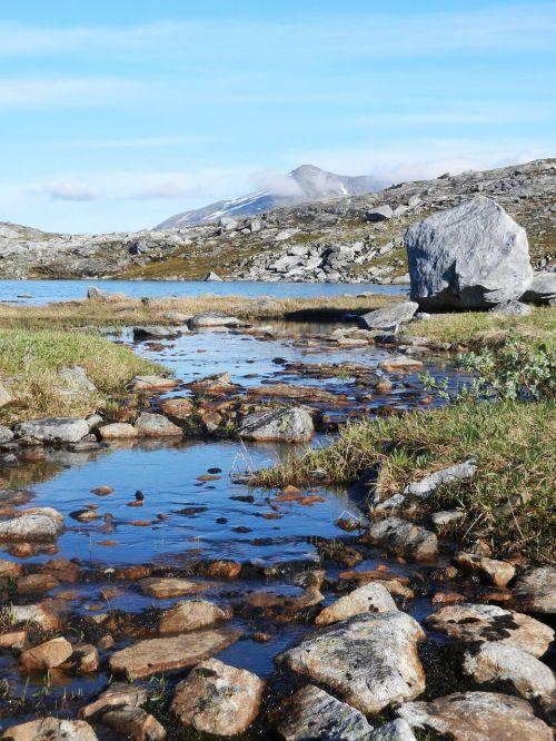the mountain mountain water