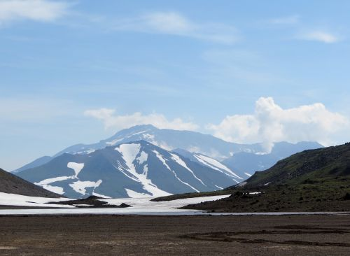 the mutnovsky volcano steam release mountain plateau