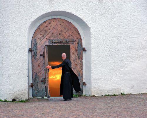 the parish priest door hell