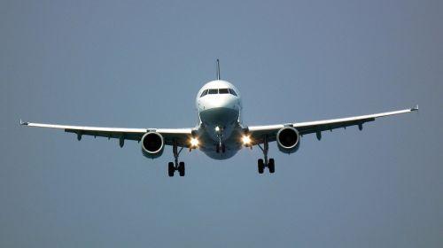 the plane landing flight