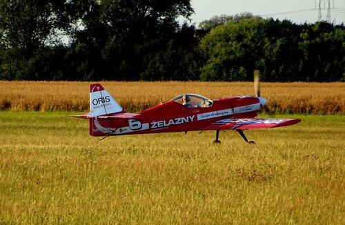 the plane  acrobatic  group