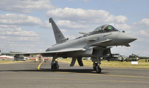 the plane eurofighter ef2000