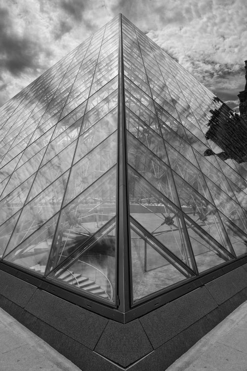 the pyramid of louvre black and white pyramid