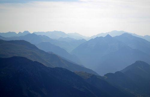 the pyrenees mountains trek