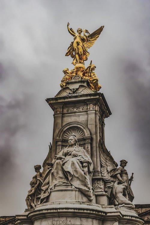 the queen victoria memorial  buckingham palace  england