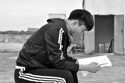 the reader university student black and white
