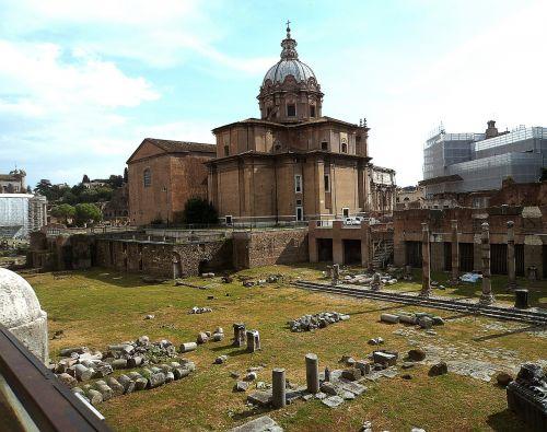 the roman forum architecture old buildings