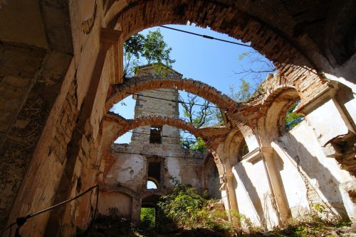 the ruins of the church devastation