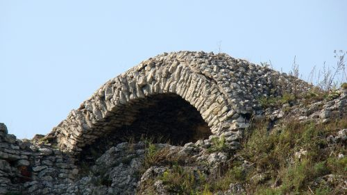 the ruins of the grotto the vault