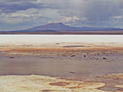 salar de uyuni,uyuni,Bolivija,druskos dykuma,kalnai