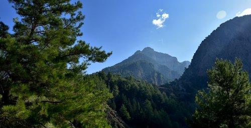 the samaria gorge  crete  gorge