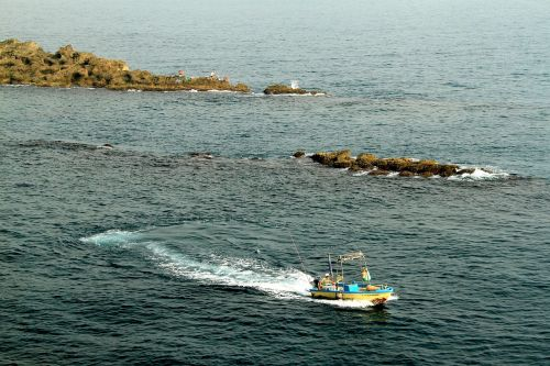 the sea boats water rocks waves curve blue green