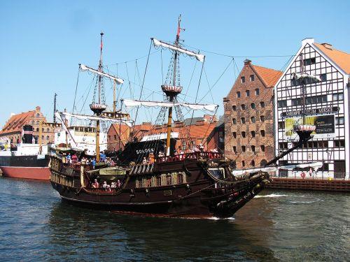 the ship ship port