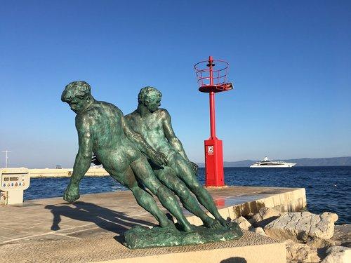 the statue  port  croatia