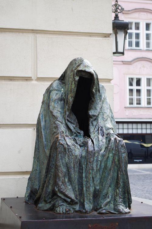 the statue of prague garnish