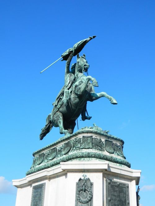 the statue of horse bronze