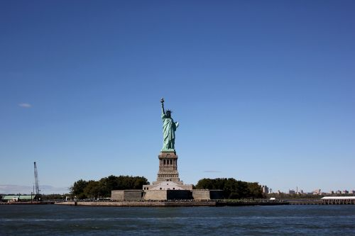 the statue of liberty new york monument