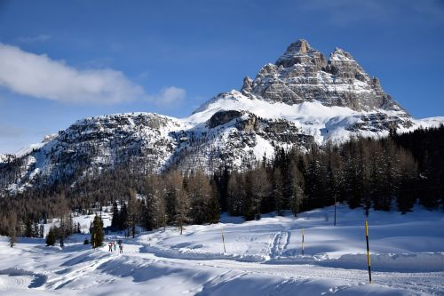 the three peaks of lavaredo lake antorno misurina