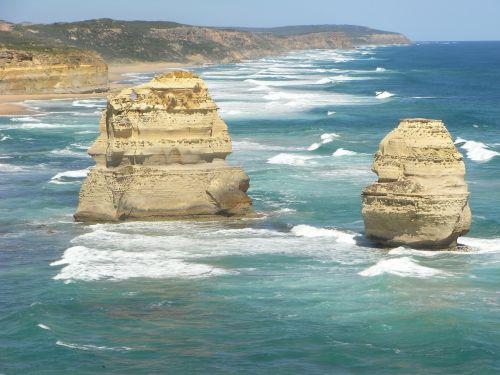 the twelve apostles the great ocean road australia