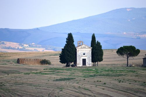 the val d'orcia tuscany tuscany church