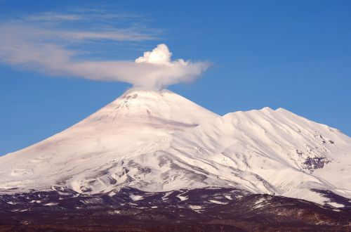 the volcano avachinsky kamchatka mountains
