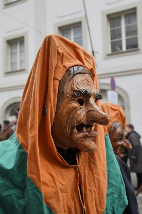 the witch witch mask strassenfasnet