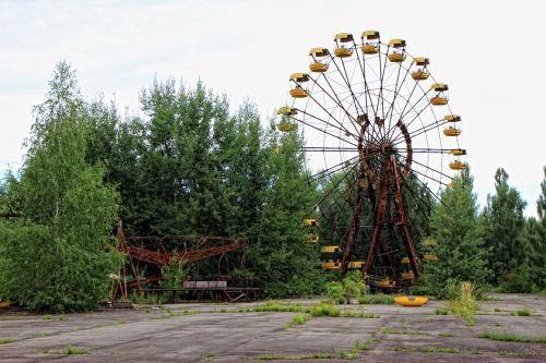 theme park ferris wheel big