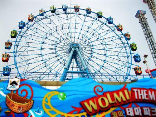 theme park ferris wheel wheel