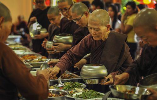 theravada buddhism nuns taking alms food sayalays having lunch