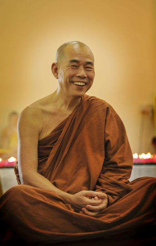 teravada budizmo,senas šypsosias vienuolis,senas vienuolis,bhikkhu,budistinis,budizmas,vienuolis,religija,religinis,tradicija,tradicinis,laimingas vienuolis,šypsena,vyresnysis,senas,Theravada