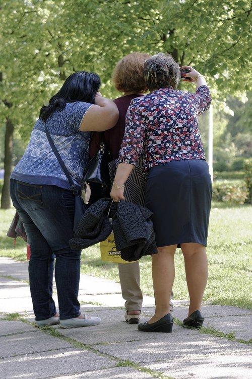 three  women  fat