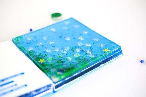 three-dimensional book  blue  bubble