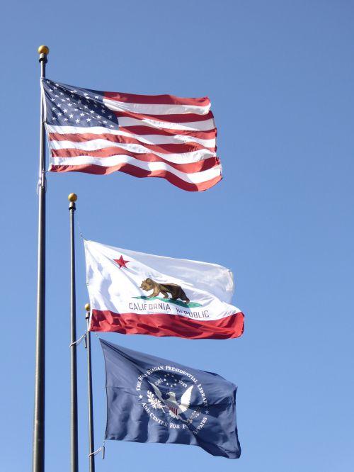 amerikiečių & nbsp, vėliava, valstybė & nbsp, california & nbsp, vėliava, americana, vėliavos, skraidantis, muziejus, Ronaldas & nbsp, reaganas, šventė, amerikietis, trys vėliavos plaukioja
